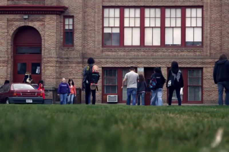 許多就讀林肯高中的青少年逃學、吸毒、或是有暴力與行為問題,他們是社會大眾標籤的「問題學生」。(示意圖/翻攝自youtube)