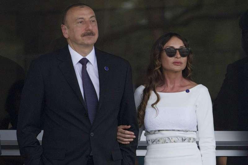 亞塞拜然總統阿利耶夫(Ilham Aliyev)與妻子阿利耶娃(Mehriban Alieva)。(美聯社)
