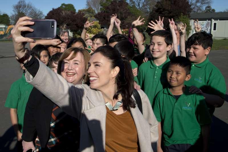 紐西蘭工黨黨魁雅頓掀起「賈欣達狂熱」(AP)