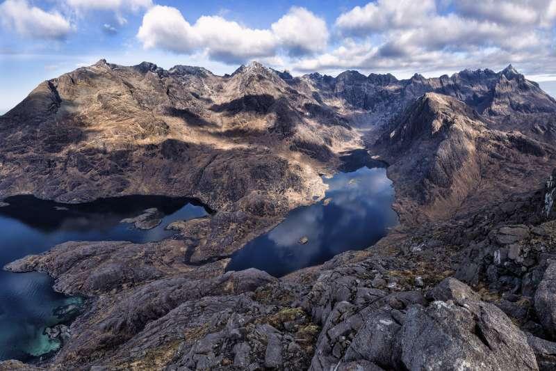 蘇格蘭天空島的Coruisk湖。 (圖/JohnMcsporran@FlickrCCBY2.0)