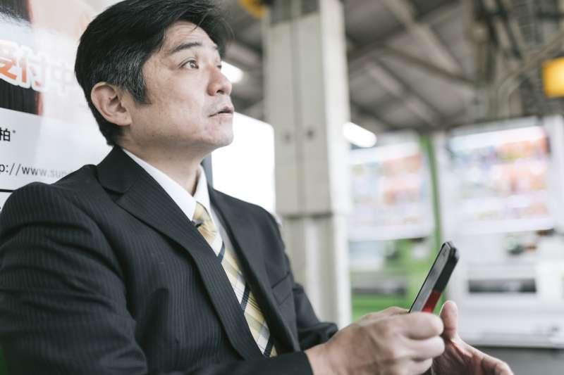年過50歲的熟男高達5成有攝護腺肥大問題。(示意圖,非當事人/すしぱく@pakutaso)
