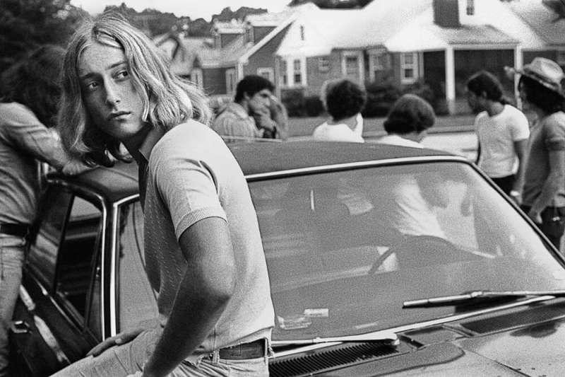 約瑟夫‧薩博的作品《Tom on his Car》,精準補捉了青少年的心理。(圖/城市美學新態度提供)