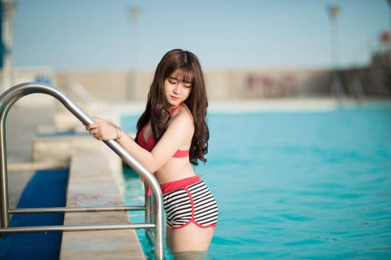 天氣熱游泳、戲水,也要注意環境衛生喔!(圖/ptksgc@pixabay)