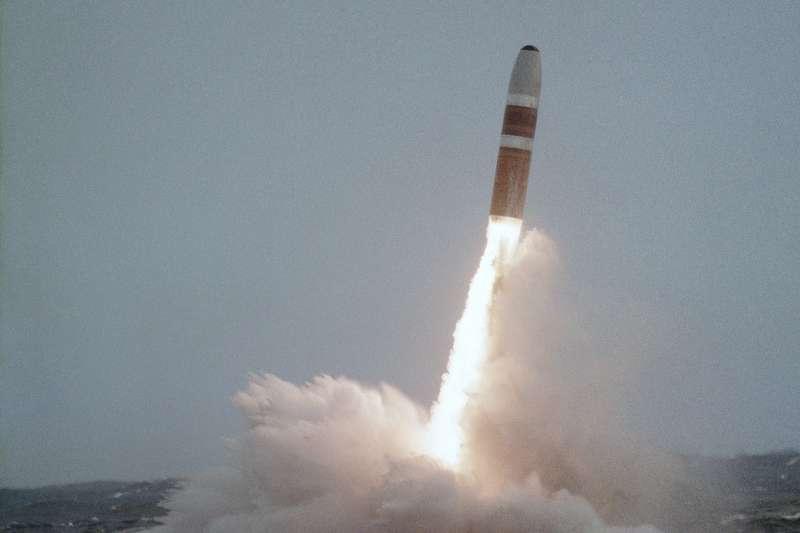 美國海軍艦發射三叉戟核子飛彈(Wikipedia / Public Domain)