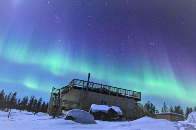 瑞典阿伯在距加拿大黃刀鎮的一座離島,建了一個有如世外桃源的民宿。(圖/Trout Rock Lodge@facebook)