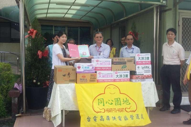 臺灣電力公司高屏供電處捐贈普渡物資予高雄市實物銀行。(圖/高雄市政府社會局提供)