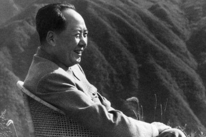 中共第一代領導人毛澤東在1976年9月9日去世(BBC中文網)
