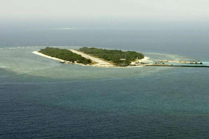 海岸巡防署南沙指揮部將於21至23日在太平島舉行環島海域實彈射擊操演。(取自總統府)