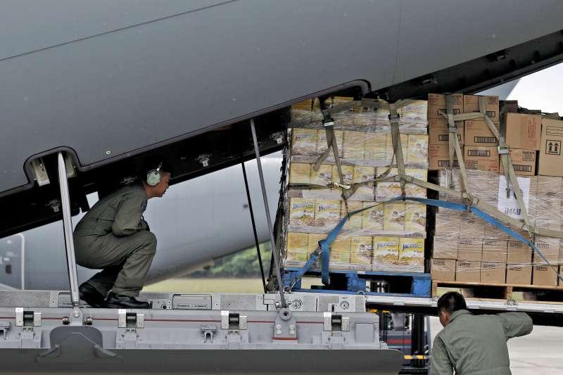馬來西亞政府運送救援物資至緬甸若開邦。(美聯社)