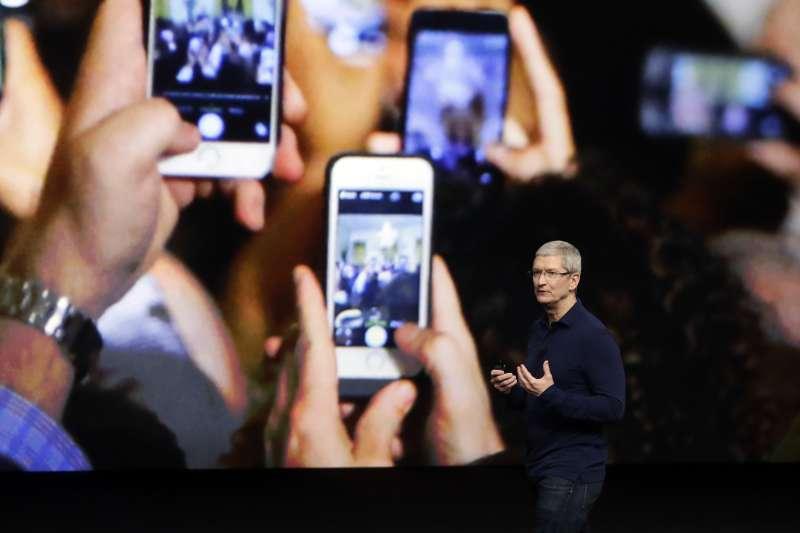 瑞士蘇黎世的蘋果專賣店中,傳出iPhone手機電池爆炸。(資料照,美聯社)