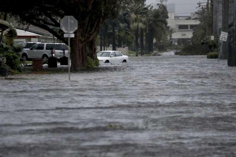 2017年9月,艾瑪颶風侵襲美國佛羅達州(AP)