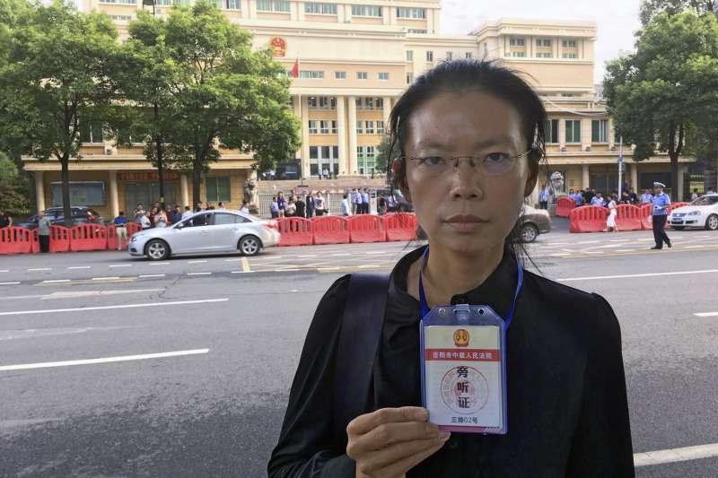 2017年9月10日,台灣陷中NGO工作者李明哲妻子李凈瑜抵達湖南省岳陽市中級人民法院,準備出席李明哲案開庭(AP)