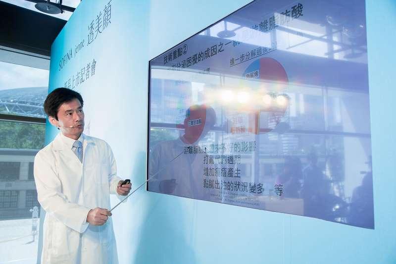 日本SOFINA研究專員大窪幸治先生專程來台 解析30年日本皮膚科學研究結晶。(圖/SOFINA提供)