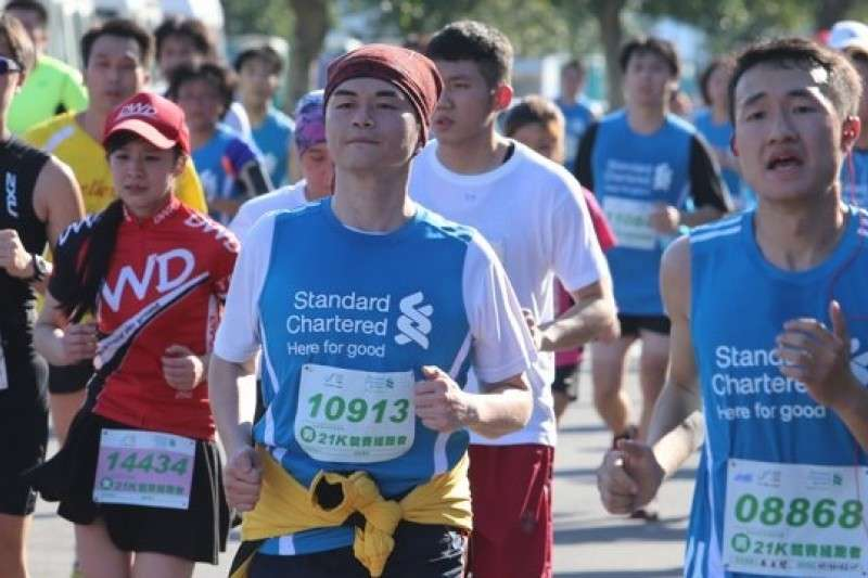 渣打銀行透過長期贊助體育賽事推動全民運動風氣,包括國內具指標性的「臺北渣打公益馬拉松」。