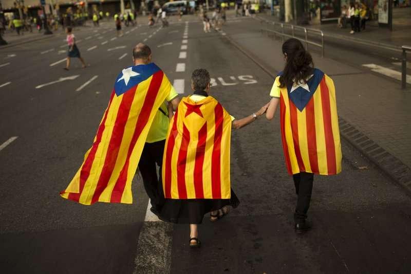 加泰隆尼亞民族日,100萬人帶著「孤星旗」上街。(美聯社)