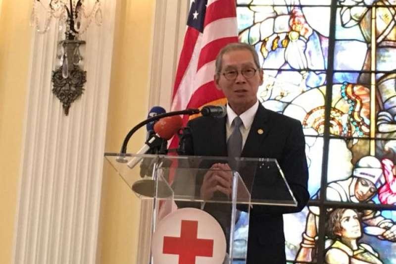 台灣駐美代表高碩泰代表政府捐款給美國,協助進行災後重建(美國之音)