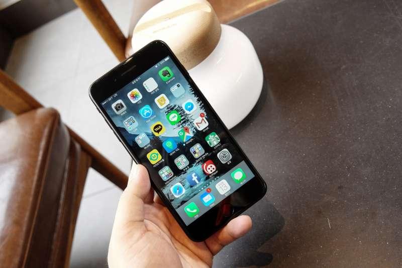 國外科技網站The Wired指出,iOS已包含中國審查機制,只要把iPhone地區設定為中國,我國國旗的表情符號就會從手機上消失。(資料照,圖取自Aaron Yoo@Flickr)