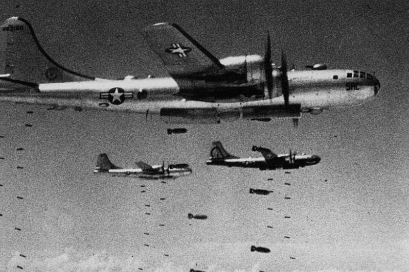 美國空軍的B-29和B-52轟炸機成了朝鮮平民的噩夢。(BBC中文網)