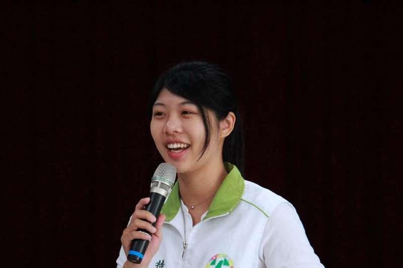 林易瑩原是民進黨議員林宜瑾栽培接棒的新人,卻在近日閃電易幟接下時代力量台南幹部,成為首位公開跳槽時代力量的民進黨成員。(取自林易瑩臉書)