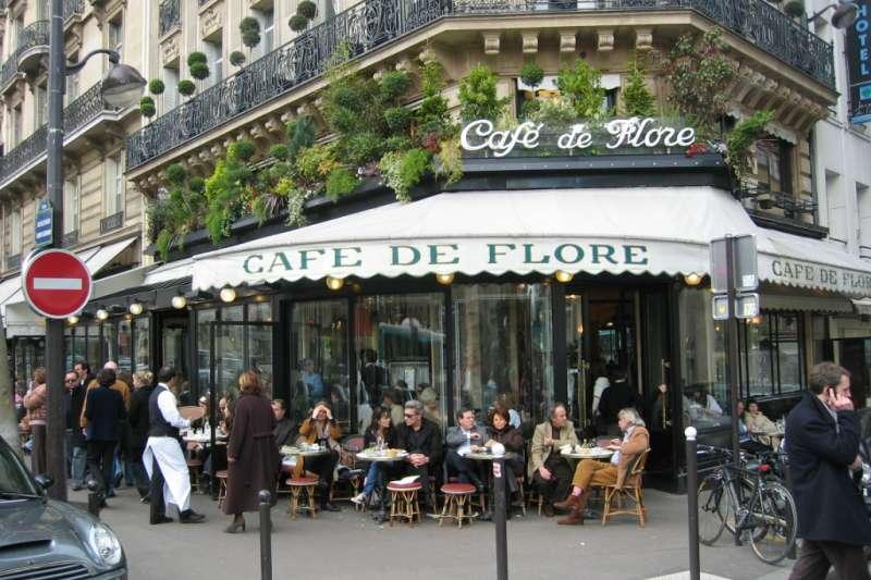 法國巴黎的花神咖啡館是20世紀初文人談論存在主義的重要據點(Wikipedia/Public Domain)