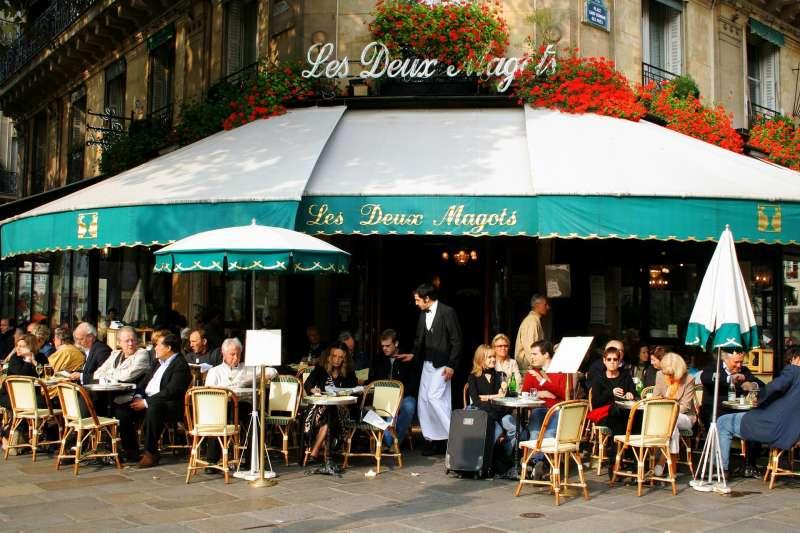 法國巴黎的雙叟咖啡館是20世紀出文人談論存在主義的重要據點(取自Pixabay)