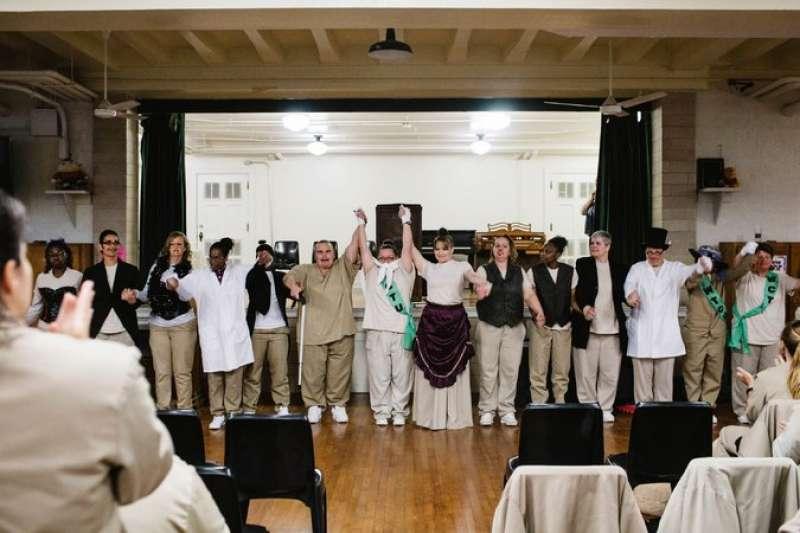瓊斯撰寫的劇本成功在印第安那女子監獄演出。(取自The Marshall Project)