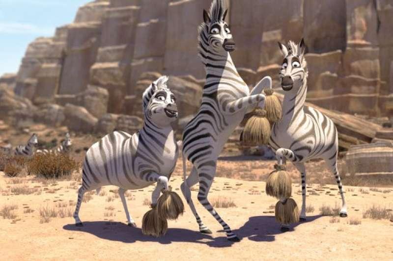 非洲動畫業正努力走出自己的路,擺脫西方視角的非洲印象。目前2013年推出的《酷巴:尋斑大冒險》(Khumba) ,暫時是非洲最成功的動畫。(圖 / Outside提供)