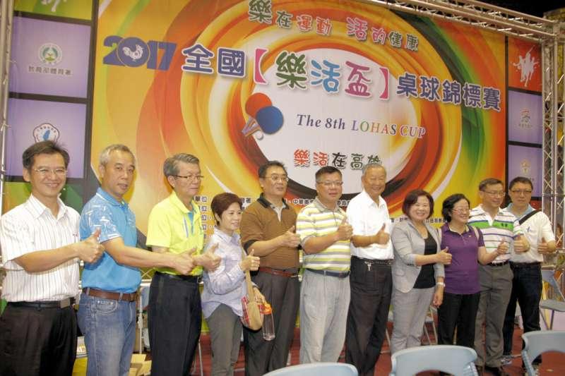 2017全國樂活盃桌球錦標賽在高雄市副市長許銘春開球後正式登場。(圖/高雄市體育處提供)