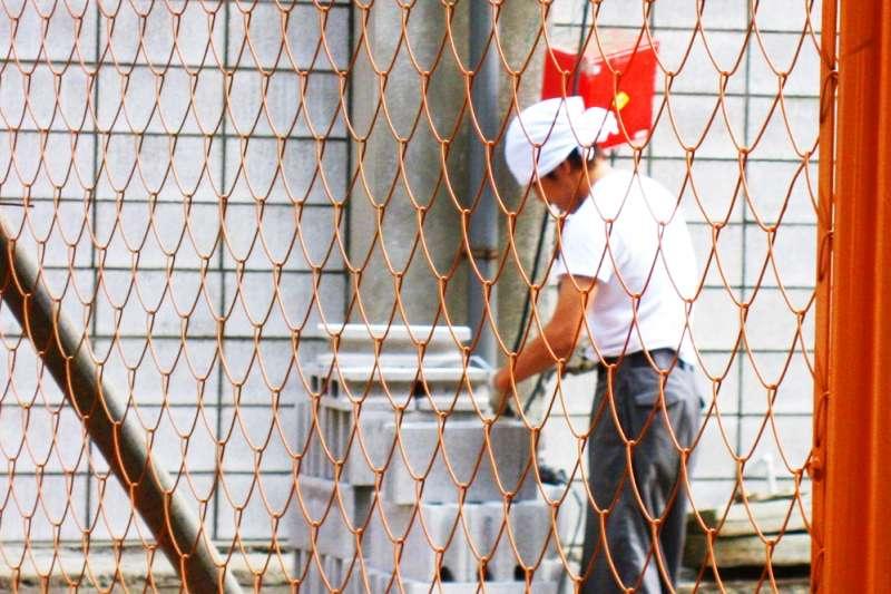 15歲那年,小莫去了工地做工,短短的7天內卻讓他體悟出,為何窮人無法翻身。(資料照,Samantha Marx@flickr)