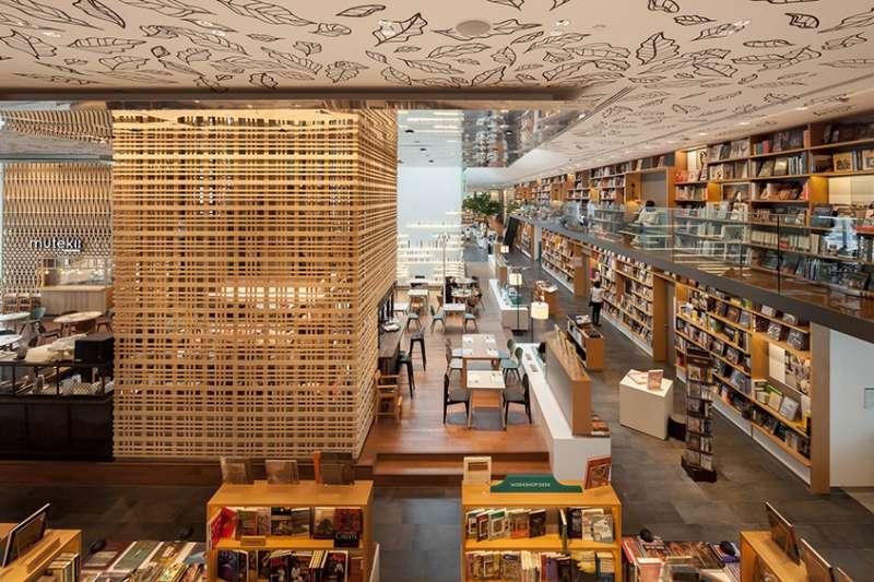 曼谷複合式書店「Open House」,由日本建築事務所KDa 打造。(圖/瘋設計提供)
