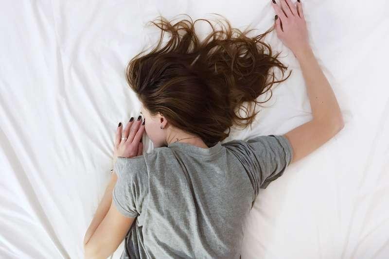 你是不是也曾遇過晚上睡覺盜汗的情形呢?(圖/Stocksnap@pixabay)