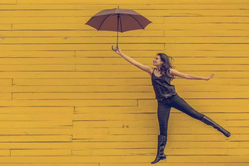 傘的選擇那麼多,從一支99元到上千元都有,你知道該如何挑選一把適合自己的傘嗎?(圖/stocksnap.io)
