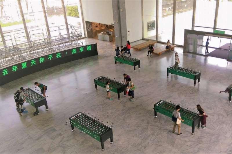 北美館10月11日起將全面閉館整修,目前全館免票入場,開放熱門展品包含一樓大廳的互動作品「去年夏天你不在,我來過」。(圖/趙元攝)