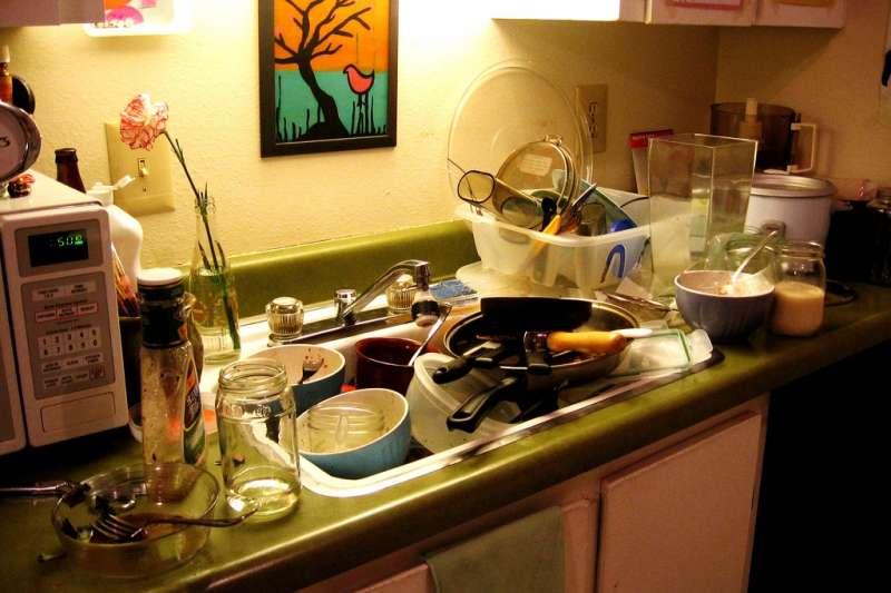 利用隱藏或立體空間作為收納的場所,無形中廚房空間也會增大不少。(圖/bandita@flickr)