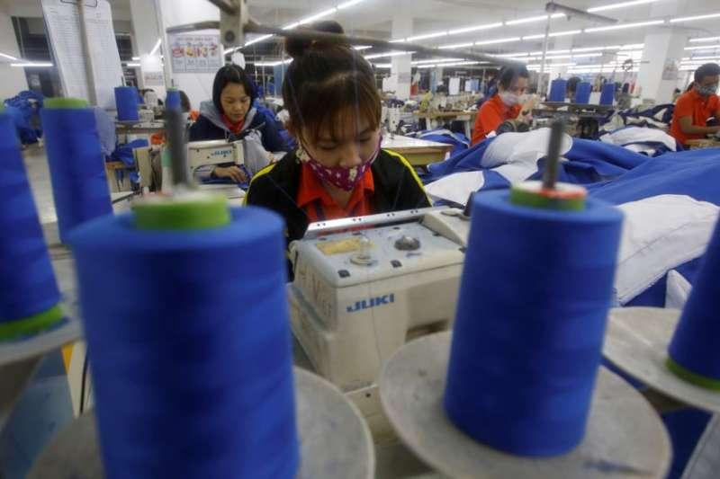 越南興安省的一個服裝工廠(美國之音)