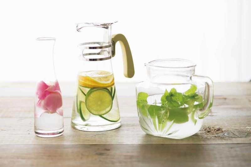 對健康與生活都能有所助益的米發酵水。(圖/健行文化提供)
