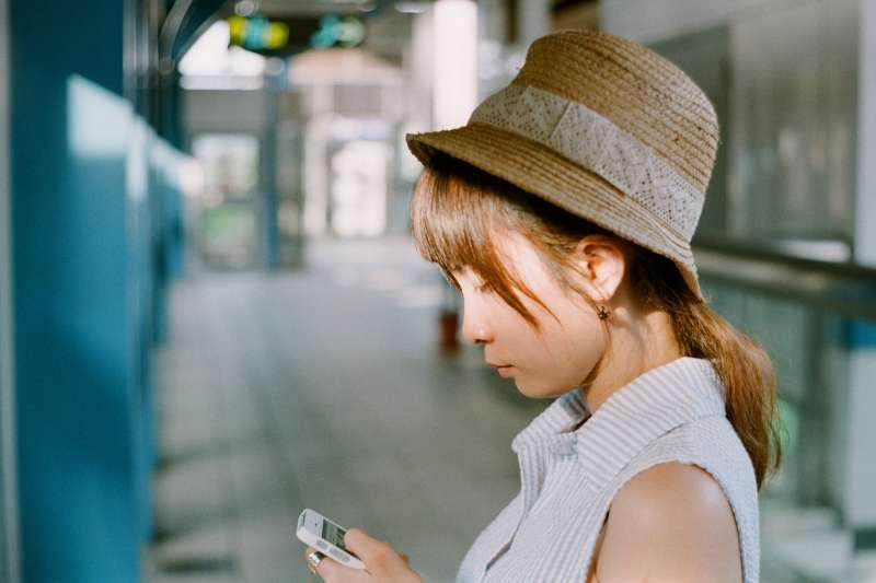 陽痿 早洩 用什麼藥比較好 , 搭公車捷運時,別再低頭滑手機了!日本眼科醫師傳授,通勤時間就能做的視力訓練!