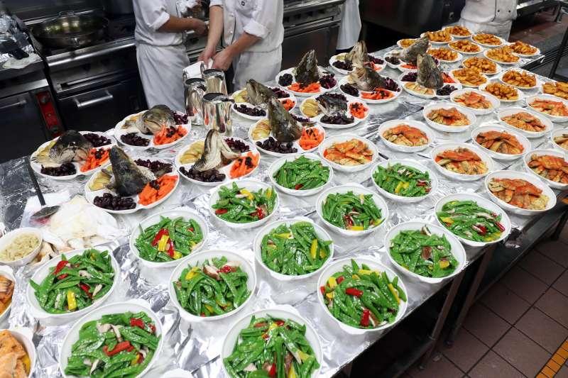 20170920-臺灣的猶太社群在今日晚間慶祝「猶太新年」,享用許多符合猶太教義規定的特色美食。(蘇仲泓攝)