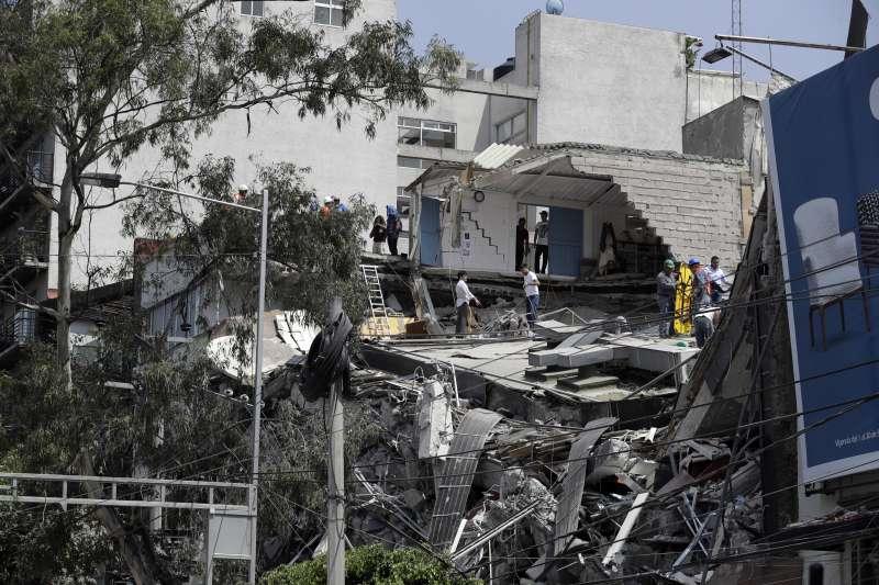 墨西哥19日下午1時左右,發生規模7.1的強震,首都墨西哥市也傳出許多災情,目前一名受困台僑王家妤已經順利脫困,另一名台商僑林家慶則不幸罹難。(資料照,美聯社)