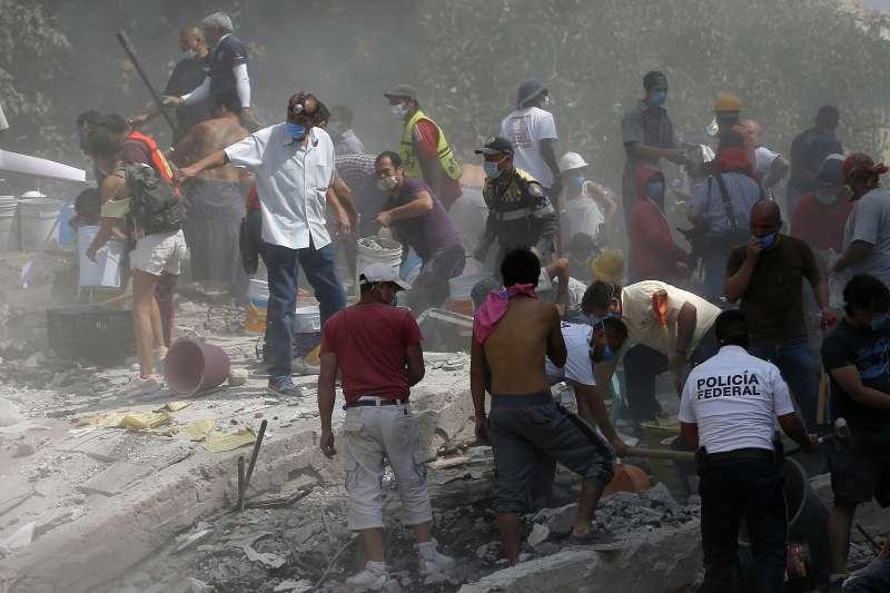 墨西哥強震。非當事台商辦公室。(美聯社)