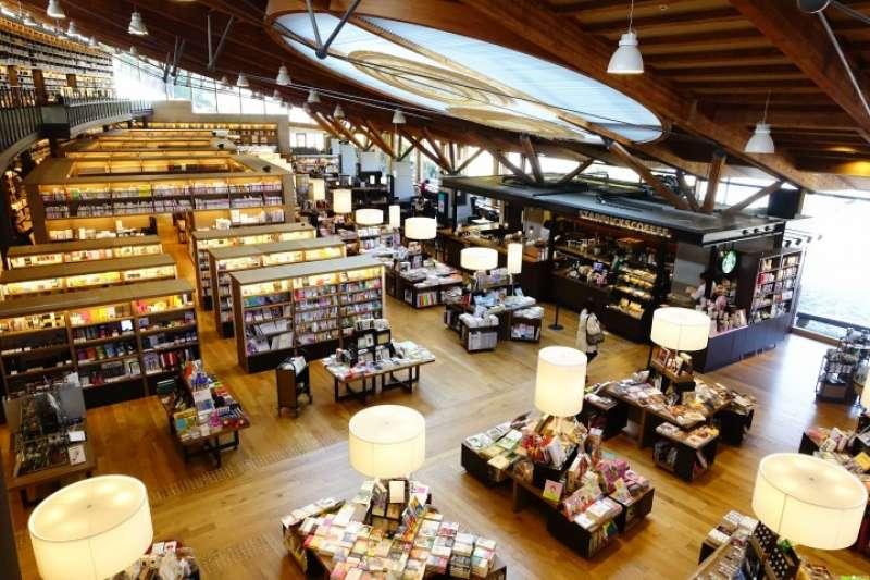 重新包裝後的武雄市圖書館,吸引更多市民的喜歡。(圖/matcha提供)