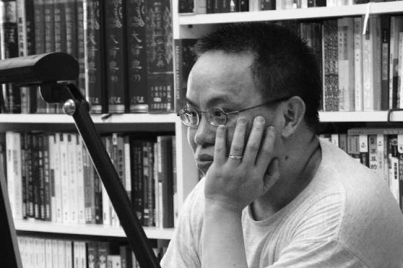 本名林皎宏的知名作家傅月庵,日前的臉書帳號遭到封鎖,並被要求提文件證明「傅月庵」確有其人。(取自林皎宏臉書)
