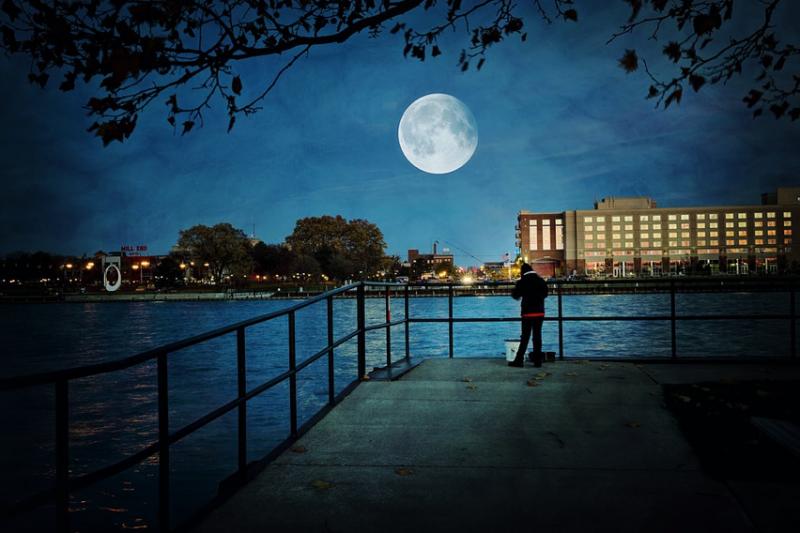 氣象專家吳德榮表示,根據最新的模擬預測,中秋當晚雖然盛行東北風但低層大氣偏乾,北、東部賞月機率大幅提升,南部地區則原本就會是適合賞月的好天氣。(資料照,取自pixabay)