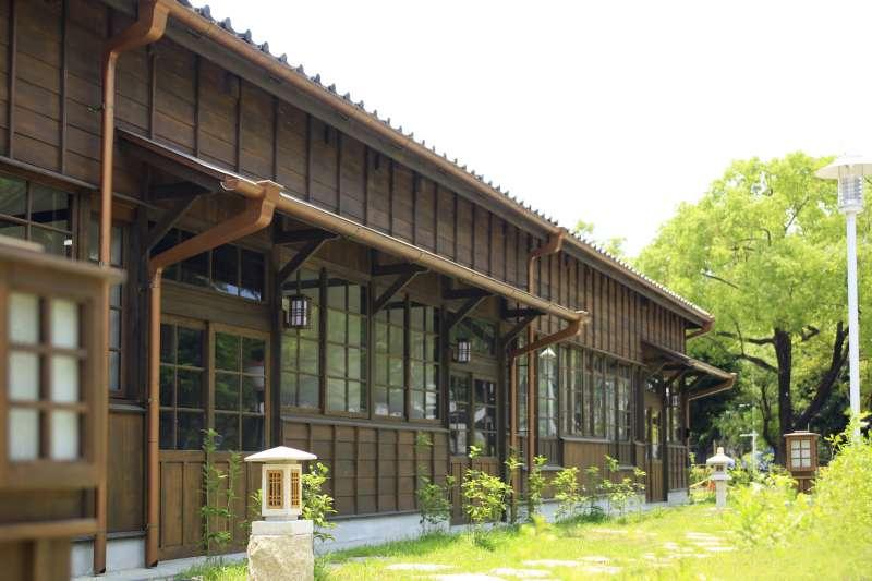 不必出國,嘉義這裡就有日式傳統工法的建築,一進村彷彿置身日本。(圖/準建築人手札網站 Forgemind ArchiMedia@flickr)
