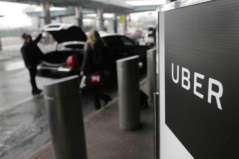 2017年9月22日,倫敦市政府交通局裁決網路叫車app業者「優步」(Uber)營業執照在9月30日到期之後不再續發(AP)