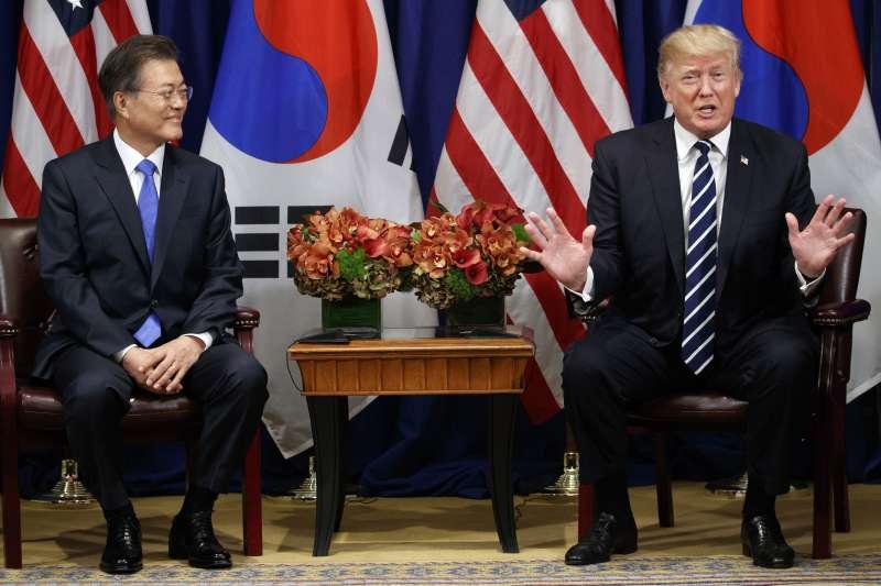 2017年9月21日,美國總統川普在紐約會見南韓總統文在寅(AP)