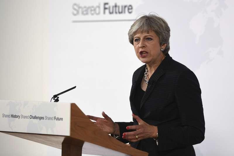 英國首相梅伊22日在義大利佛羅倫斯就「英國脫歐」發表演說(AP)