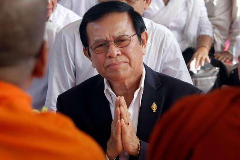 柬埔寨反對派高級領導人根索卡被控叛國。此前他被指控在美國的支持下密謀推翻政府。(美聯社)