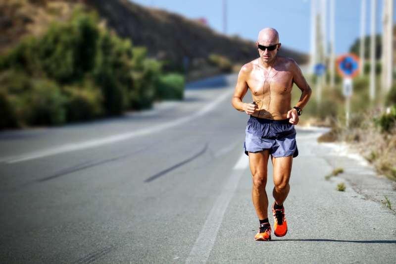 不為健康、不為流汗,健走本身就該被當成一項良好的「興趣」。(示意圖/Maarten van den Heuvel@Unsplash)