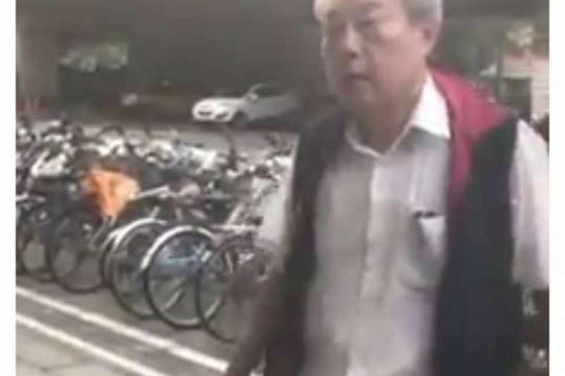 涉嫌打傷學生的中華統一促進黨成員。(田昀凡臉書)